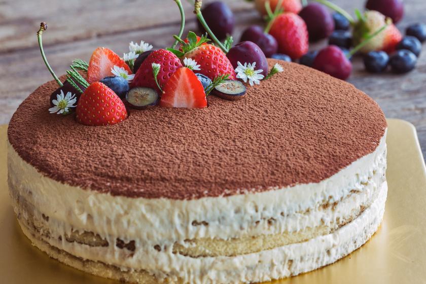 Álomfinom tiramisutorta: könnyed, krémes édesség piskótás változatban