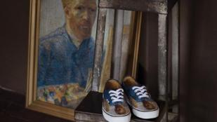 Hordanál Van Gogh festményes cipőt? Megteheted!