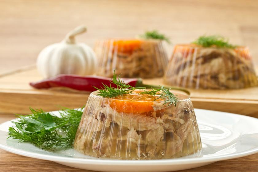 A magyar konyha egyik kedvenc ételére, a kocsonyára már nagyanyáink is esküdtek, porcogós alapanyagai, a fej, a fül, a köröm és a farok ugyanis serkentik a kollagéntermelődést.