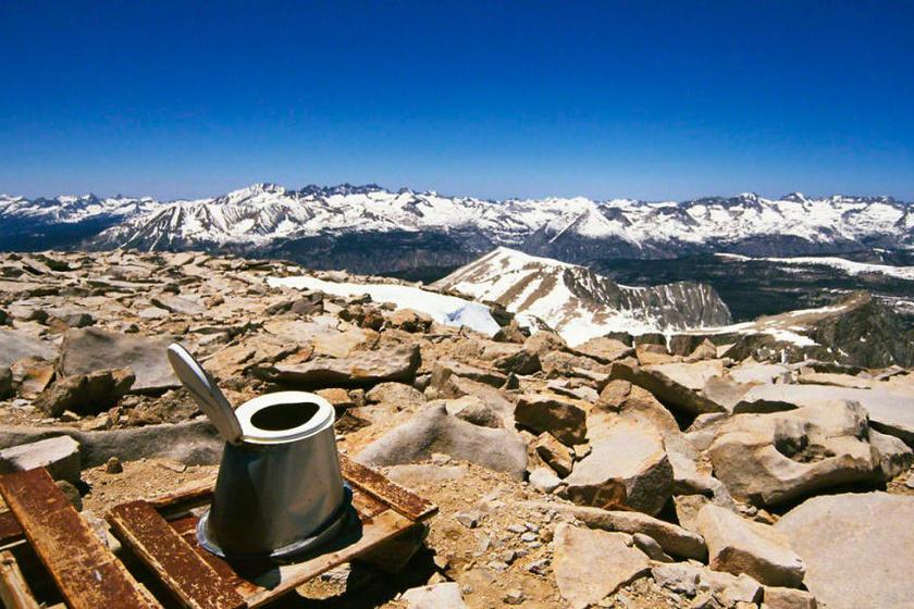 Ilyen pisilni Kalifornia legmagasabb hegycsúcsán.