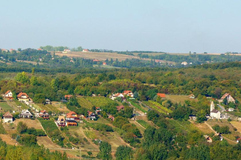 10 percre van a Balatontól, még sincs tömeg: voltál már a gyönyörű Cserszegtomajon?
