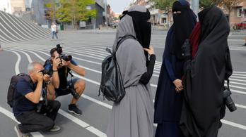 Elfedett arccal tüntettek a dánok a burka betiltása ellen