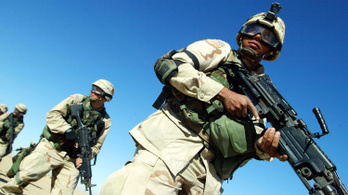 Tavaly néhány telefonhíváson múlt, hogy a világ elkerült egy újabb Öböl-háborút