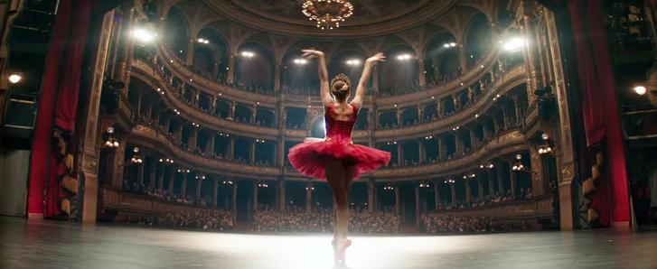 Jennifer Lawrence a Budapesten forgatott Vörös veréb című filmben az Operaházban