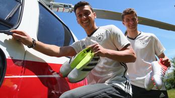 Neuer: Elhiszem, elég stresszes az Özil-ügy