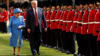 Trump: Hé, ez a királynő, nem? Akkor tudunk várni