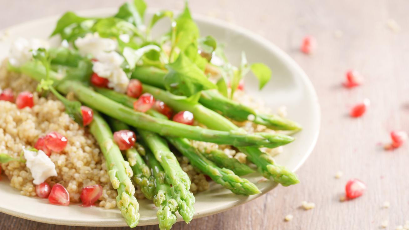 Quinoasaláta spárgával: az egyik legjobb étel, amit választhatsz a diétádhoz