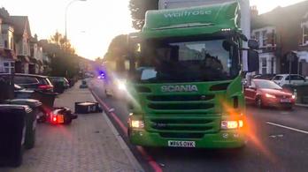 Éljenzi és átkozza Anglia a teherautósofőrt, aki elütötte a motortolvajokat
