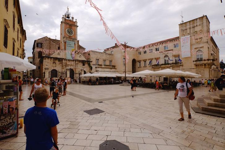Zadar főtere. Vagy valamelyik főtere