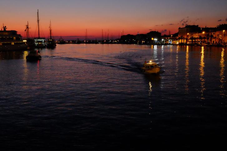 Zadari öböl, este