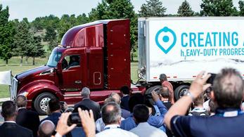 Itt a Toyota új üzemanyagcellás kamionja