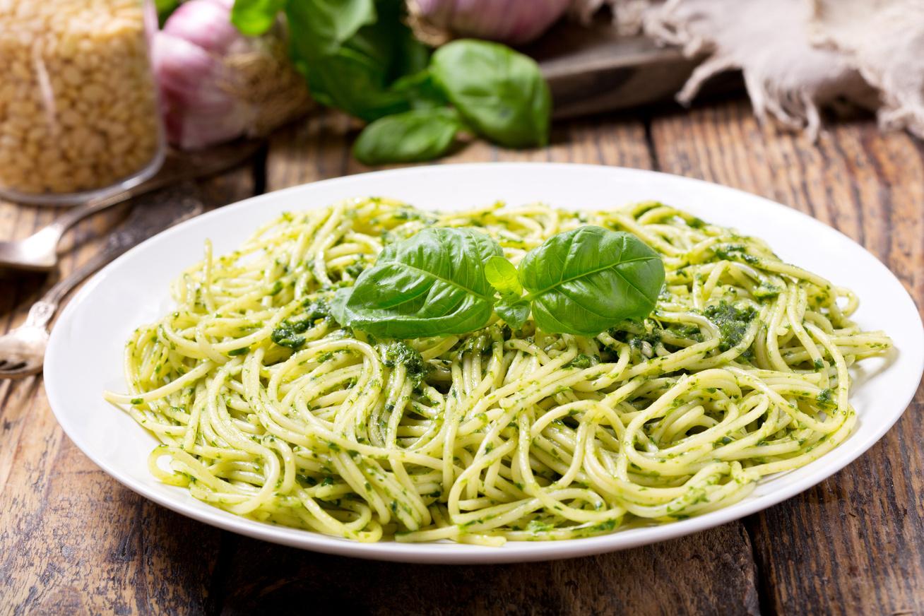 Ízletes bazsalikomos, pestós tészta: a szószt főzni nem, csak turmixolni kell
