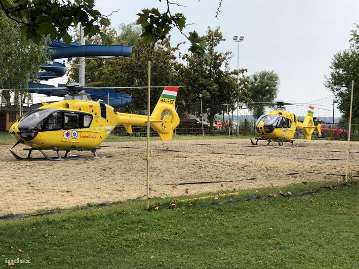 Mentőhelikopterek a baleset helyszínén