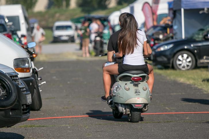 Hányszor néztem ezt a feneket tavaly... Mármint az Aprilia Habanáét, verseny közben