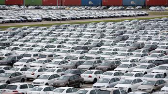 Hegyekben állnak az eladatlan autók a VW-nél