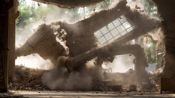 A hatóságok mindenféle értesítés nélkül lerombolták Aj Vej-vej műtermét