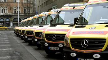 Bepanaszolta a mentőket, mert hangosan élesztették újra a szomszédját