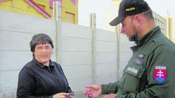 Őrizetbe vették a párkányi nőt, aki 16 éve Placido Domingo áriáit bömbölteti