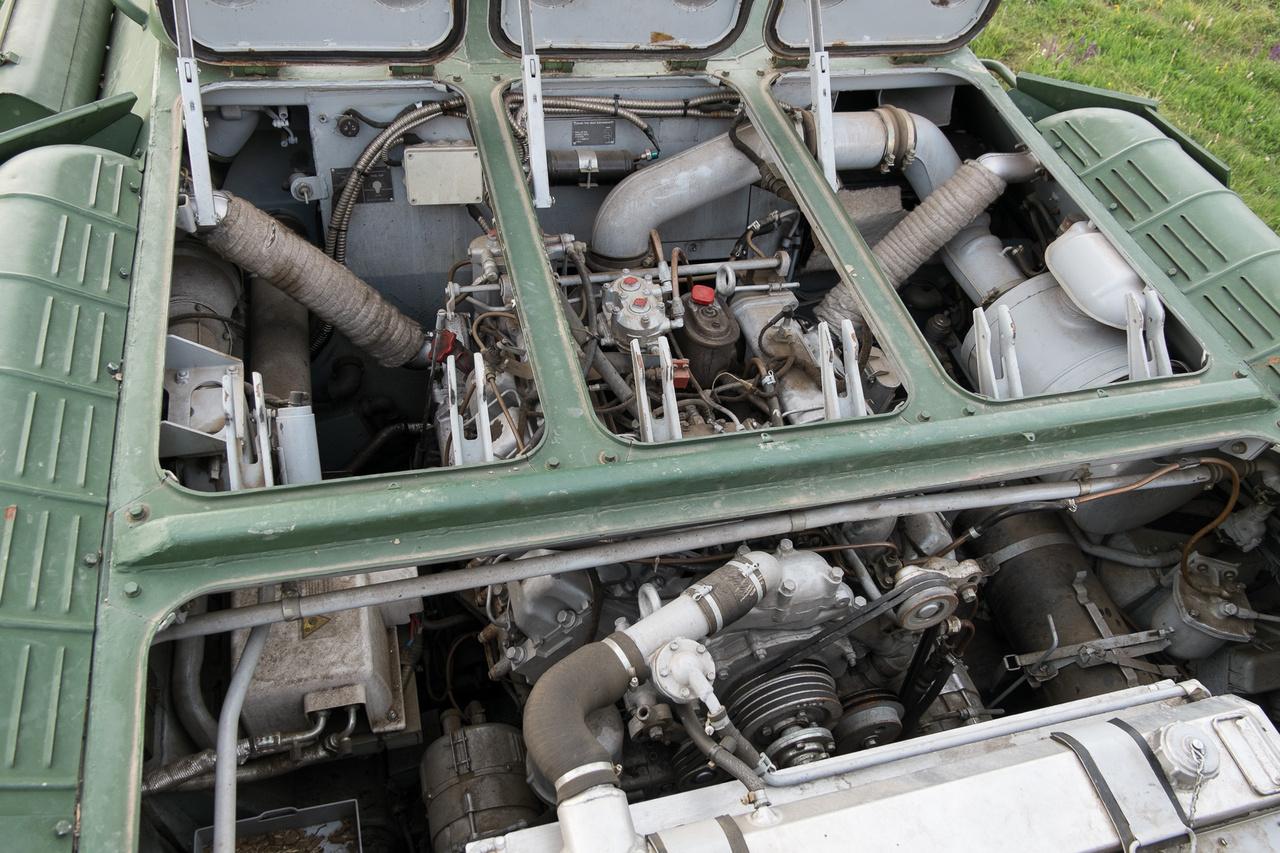 Jó étvágya van a kicsikének: műúton utazva 49,5 liter gázolajat kér száz kilométerre, terepen pedig a gyenge kezdet után nagyot romlik a helyzet: ott 60-130 l/100 km között alakul a fogyasztás.