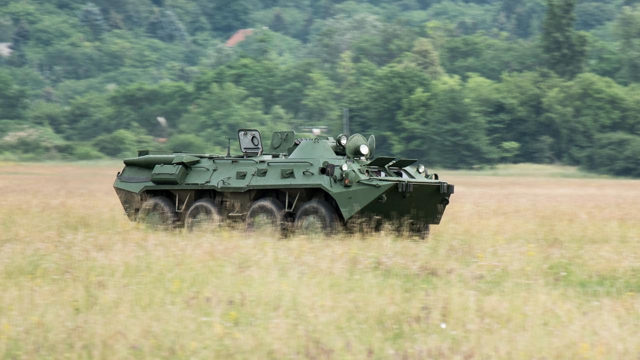 Elődjéből, a BTR-60-asból és a nálunk hadrendben nem állt 70-esből 30 ezer körüli példányt gyártottak, ebből a 80-asból is már több mint 5000-et. 35 országban rendszeresítették, vicces, hogy a dél- és az észak-koreai hadseregben egyaránt használják.