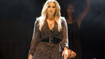 Demi Lovato kijött a kórházból