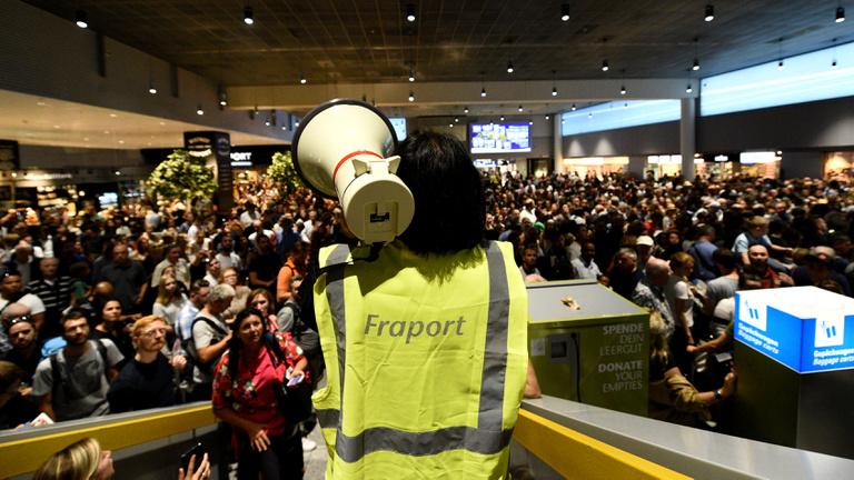 Súlyos biztonsági hiba miatt állt le két órára a frankfurti repülőtér egyik terminálja