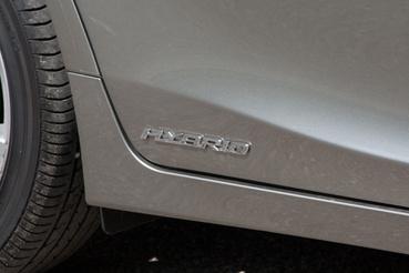 Büszkén hordja, de nem veri nagydobra – a CT200h is csak hibridként létezik, akár a Prius, mégsem lett lesajnált eco-autó