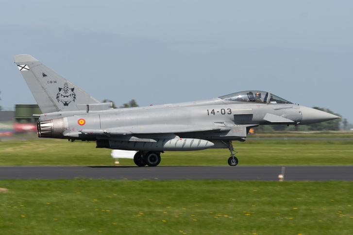 A Spanyol Légierő egyik Eurofighter Typhoon típusú gépe