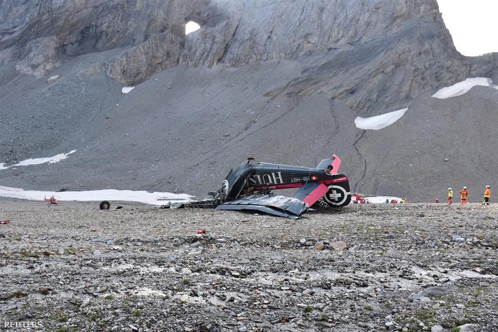 A balesetet szenvedett gép roncsai