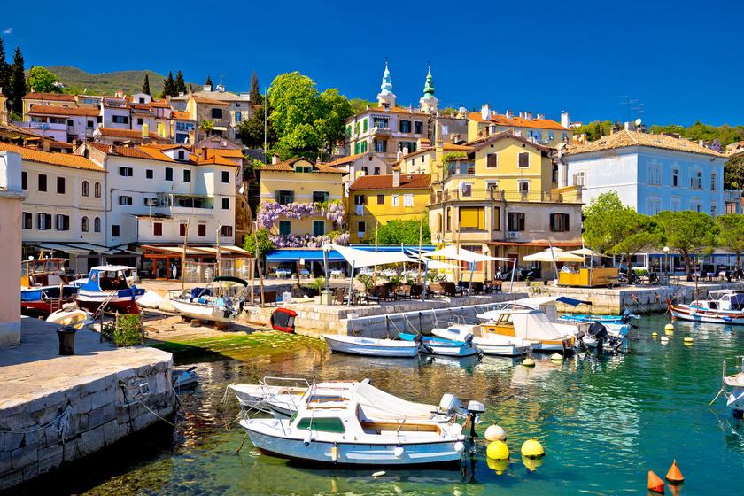 Abbázia keleti, pazar városrésze Volosko, mely egykor különálló halászfaluként működött. Kikötői és strandjai kedveltek a turisták körében.