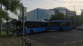 Rossz helyen próbált megfordulni a BKV-s busz