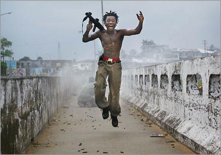 Chris Hondros, egy képe libériai fotói közül