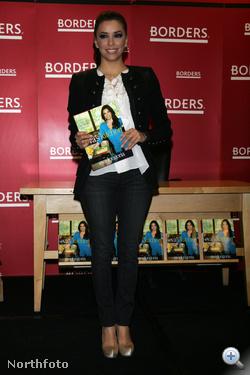 Eva Longoria a hónap elején a Borders nevű könyváruháznál promózgat