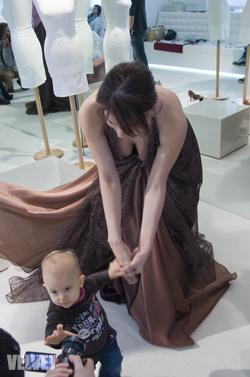 Sarka Kata lányával, Noémivel