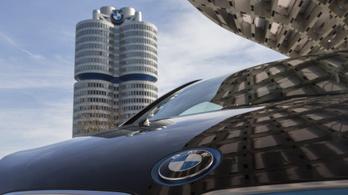 Több mint 300 ezer autót hív vissza a BMW Európában