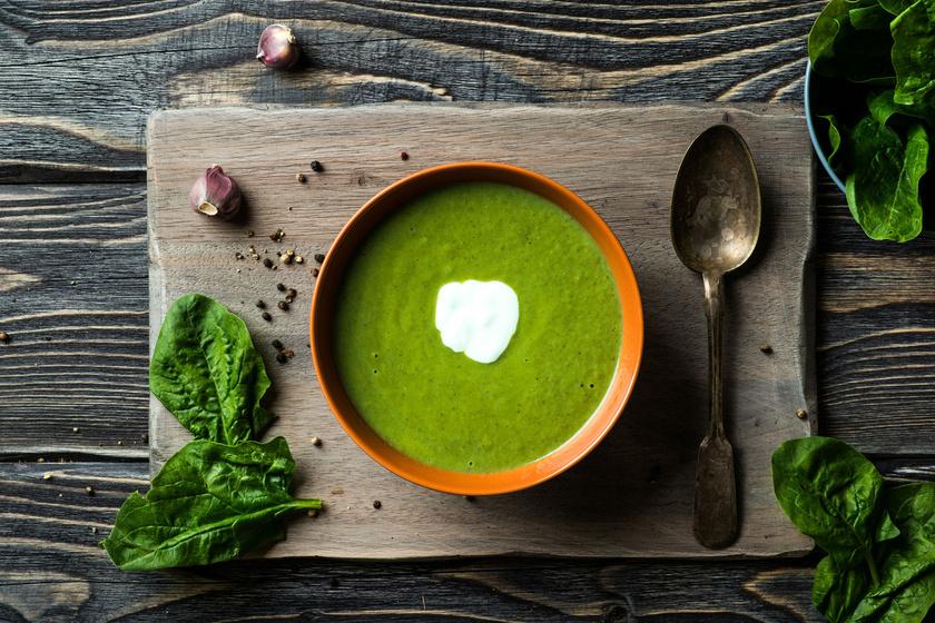 A leveles zöldségek közül a legjobb folsavforrás a spenót, 100 grammonként 131 mikrogrammot tartalmaz. A vízben oldódó vitamin egy része elvész főzéskor, de egy tál spenóttal jól pótolható a szükséges folsav.