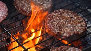 Egyszerű, de nagyszerű: tökéletes hamburger a grillről