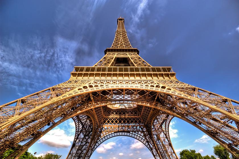 Az Eiffel-tornyot az 1889. évi világkiállítás alkalmából építették, és eleinte azt tervezték, hogy ideiglenes lesz. A torony sokáig a világ legmagasabbja volt, egészen a New York-i Chrysler Building 1930-as megépítéséig.