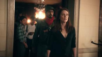 Julianne Moore szokatlan módszerekkel fegyverezné le a terroristákat