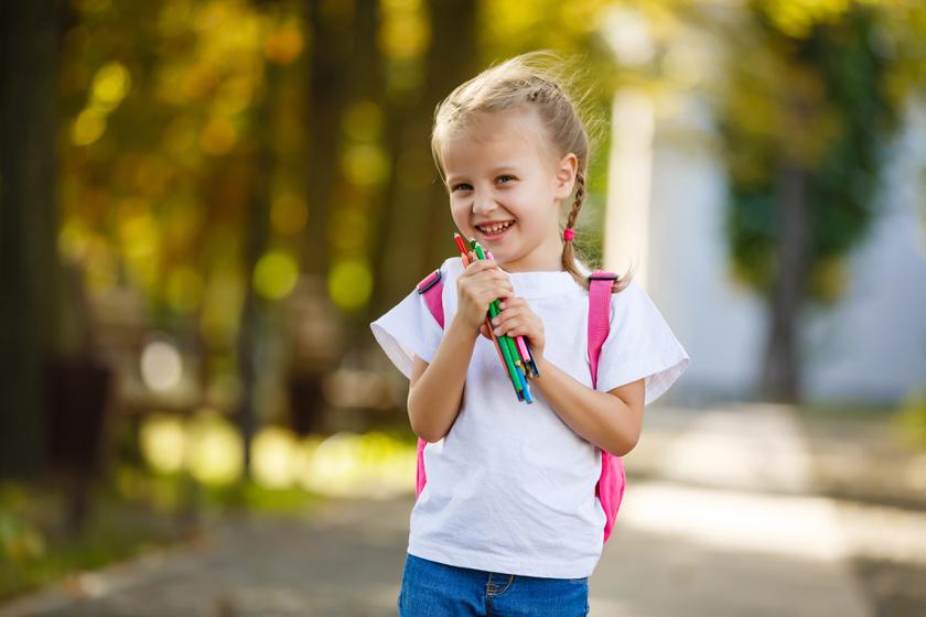 kislany-iskolaba-megy