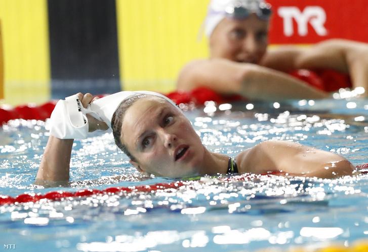 Az aranyérmes Hosszú Katinka a glasgow-i úszó Európa-bajnokság nõi 200 méteres vegyesúszásának döntője után