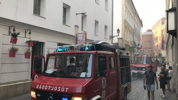 Kigyulladt egy vendéglátóhely a Kazinczy utcában