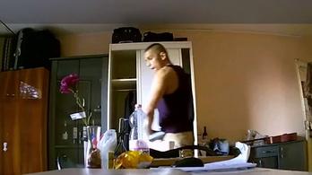 Kamera vette fel, ahogy egy besurranó tolvaj lopakodik a lakásban