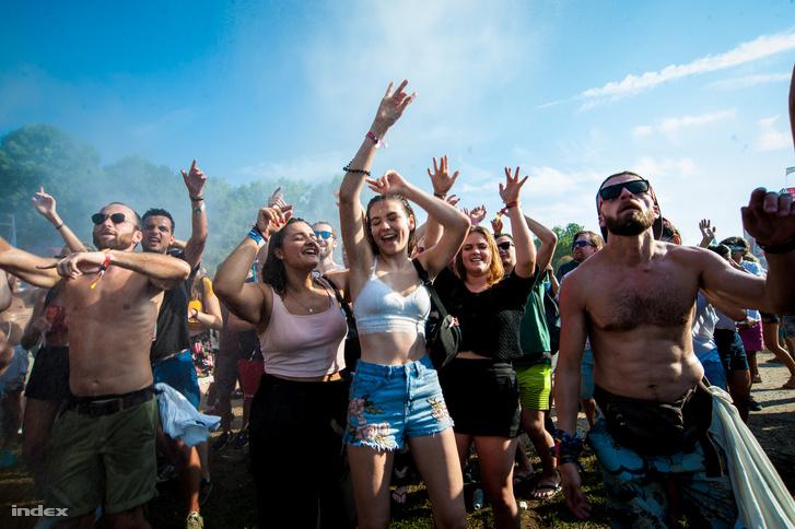 Bulizók a Sziget Fesztivál szerdai nyitónapján.