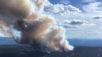 Hatalmas erdőtűz tombol Kanada nyugati részén
