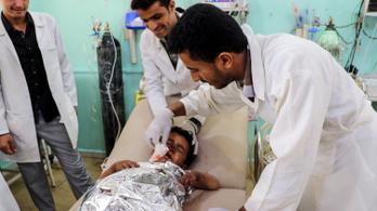 Piacot és buszt ért találat Jemenben, sok gyerek is meghalt