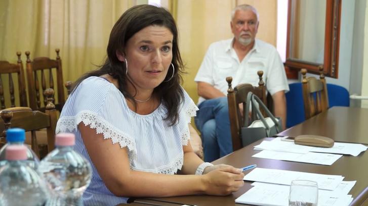 Zagyi Edit a pásztói önkormányzat ülésén