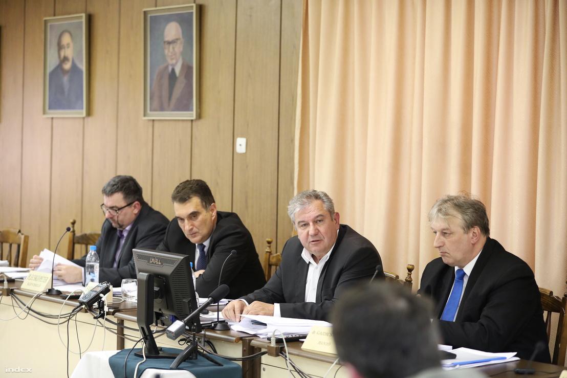 Plecskó Péter, Farkas Attila alpolgármester, Dömsödi Gábor polgármester, Gajdics Gábor (b-j) 2018. áprilisában