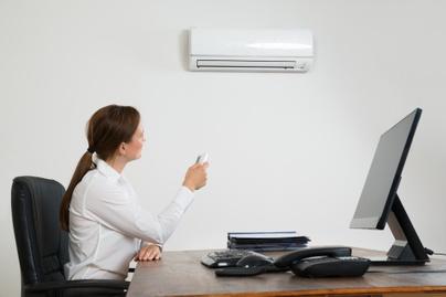 légkondi iroda nő munkahely