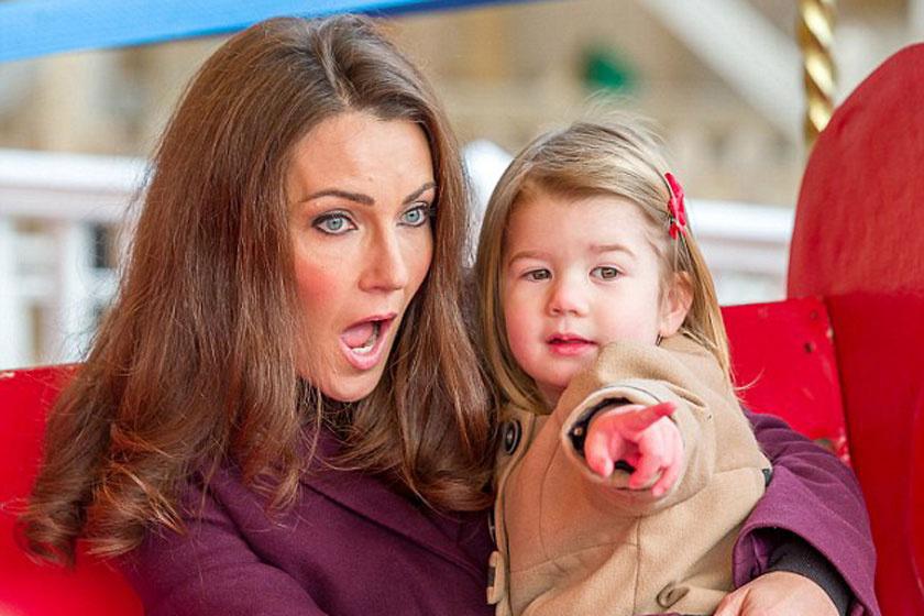 A kis Scarlett Katalin hercegné hasonmásával. Nagyon hasonlítanak a királyi család tagjaira.